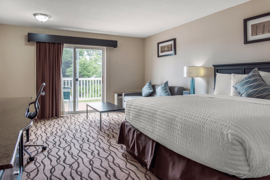 1 King Room – Balcony or Terrace, Stair Access Only